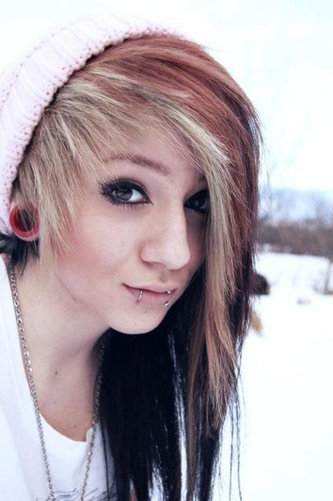 Guys, Emo/Scene/Alternative, I dress emo/punk/alternative/that sorta thing nd I was wondering your opinion on hoop snakebites like below on a girl XD?