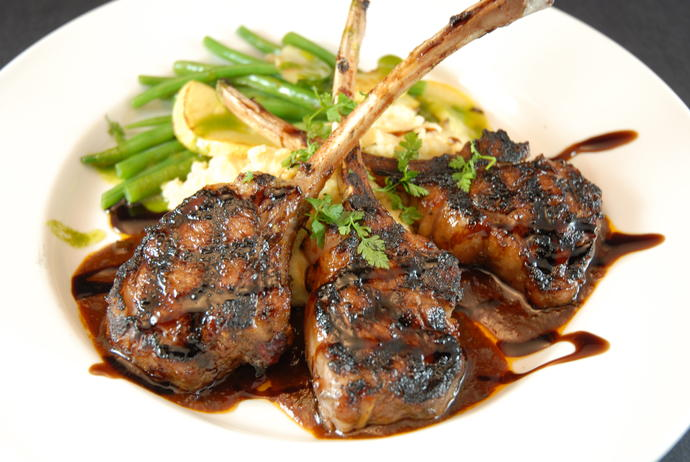 Ever eaten lamb chops? Do they taste like beef, chicken, etc.? What sides, vegetables, and beverages are best served with it?