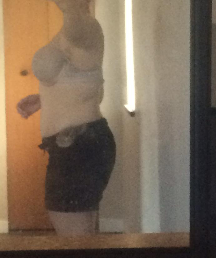 Am I fat? Give honest opinions please..?