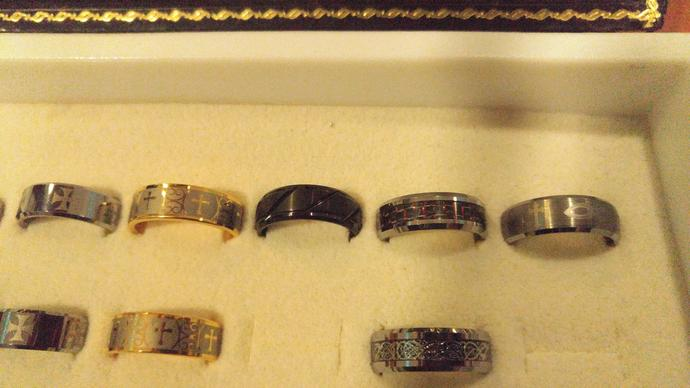 What's your taste in wedding rings? Post a pic?