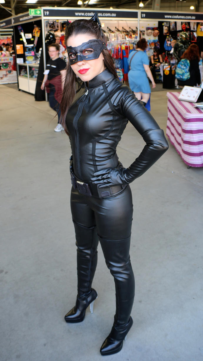 How do girls cosplay like this and not die of heat?