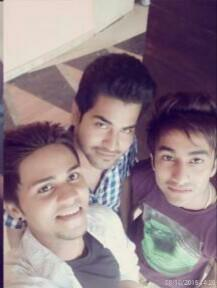 Who is The cutest guy in the picture? Left, middle or right?