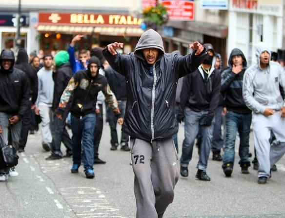 street gangs in the uk and us Gang-related organised crime in the united kingdom is concentrated around the cities of london, manchester and liverpool and regionally across the west midlands region, south coast and northern england, according to the serious organised crime agency.