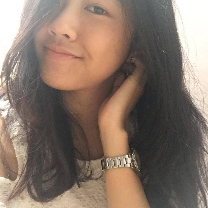 What do u think of her ? Pretty ? Cute ?