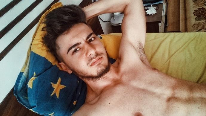 Girls, How do I look? ?