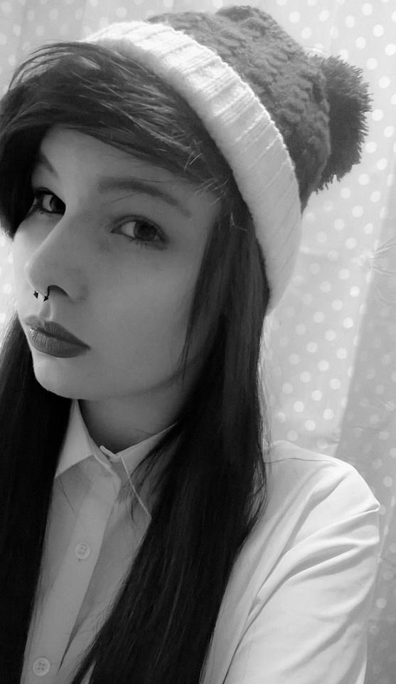 rate this emo chick 1-10?