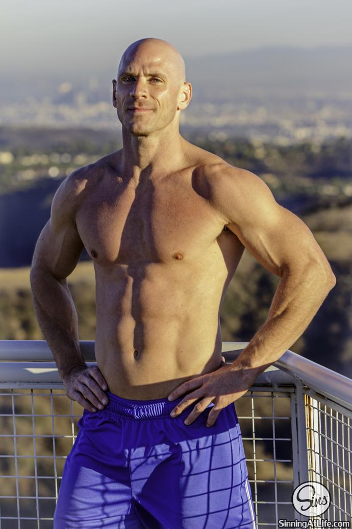 Would you date this fitness trainer ?