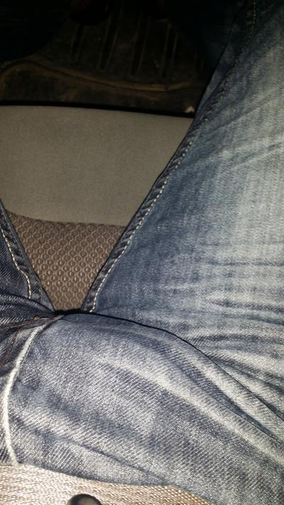 Girls, this is how my crouch looks like would that turn you on? If so why? I wonder if my girlfriend is by it?