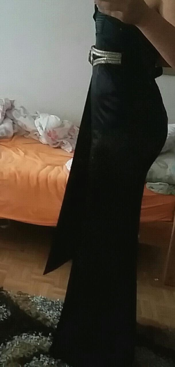 Does this dress make my butt look flat?