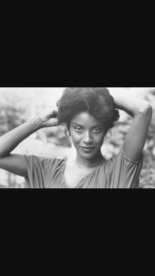Do you think Phylicia Rashad is beautiful? I think she is gorgeous, how about you?