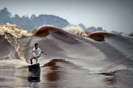 Surfing On A River? According To You, These Photos Are Real or Photoshop?