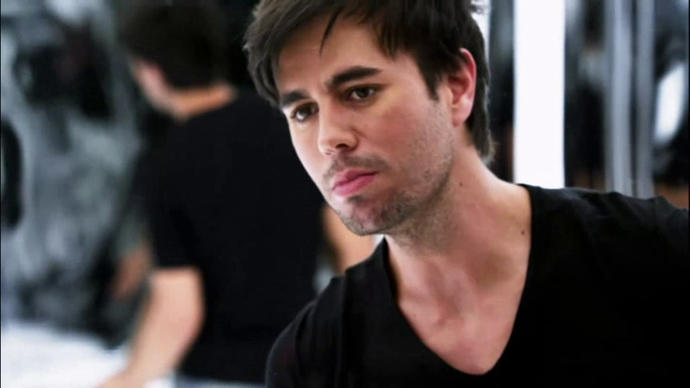 Is Enrique Iglesias hot?