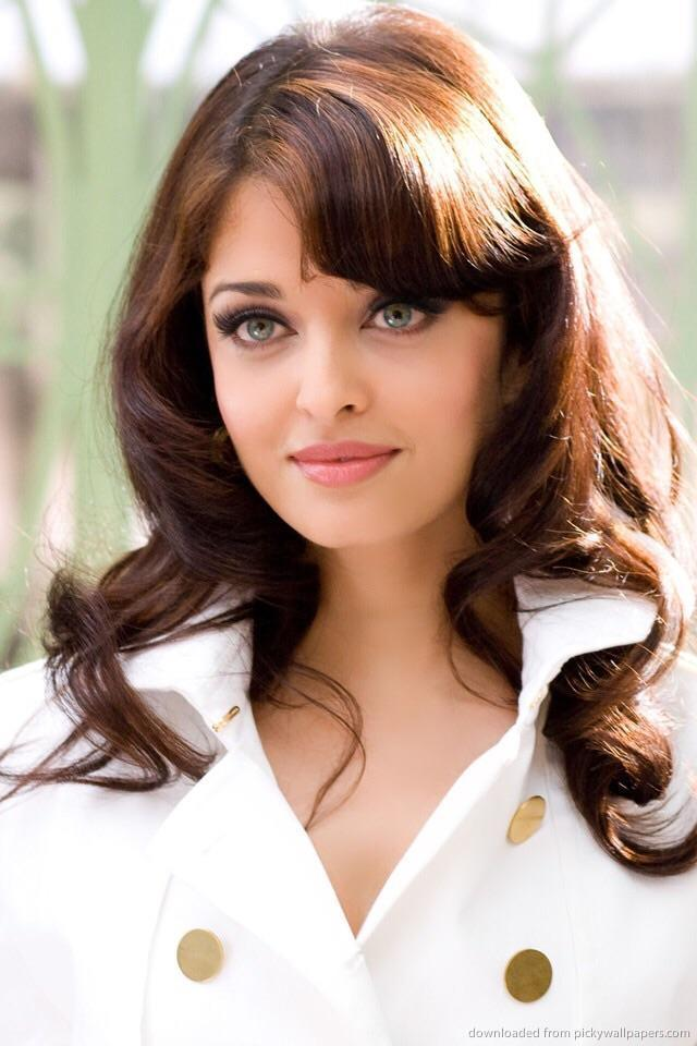 Angelina Jolie VS Aishwarya Rai?