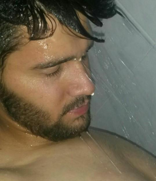Hiiii how do I look (shower) :) ?