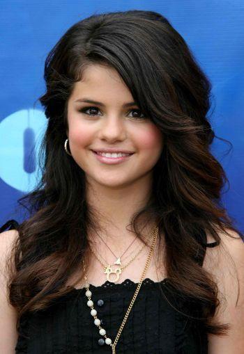 Victoria Justice or Selena Gomez? Who's more beautiful?