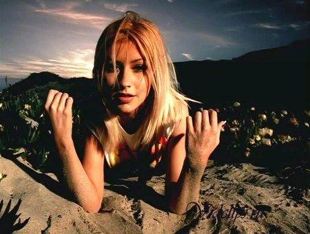 Which way do you like Christina Aguilera?