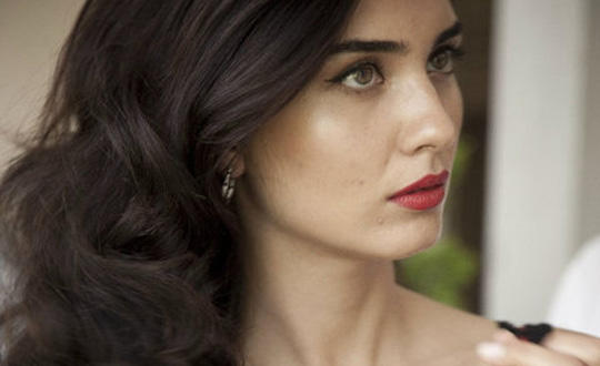 Guys, how much would you rate this turkish actress based on her face/attractiveness?