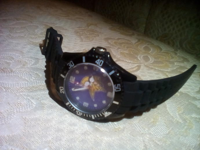 How do I open this watch?