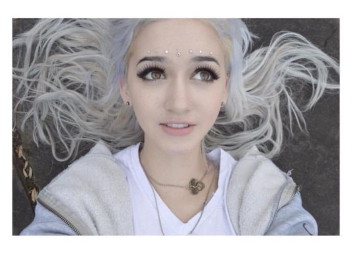 Do you know this girl? She a YouTuber but do any of you know her?