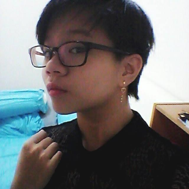 Do I look lesbian?