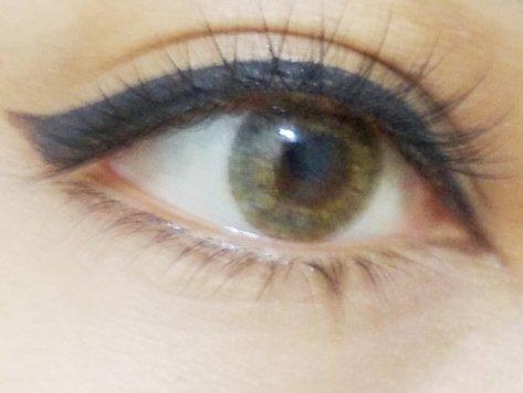 Guys, Are hazel eyes, pale skin and black hair attractive?