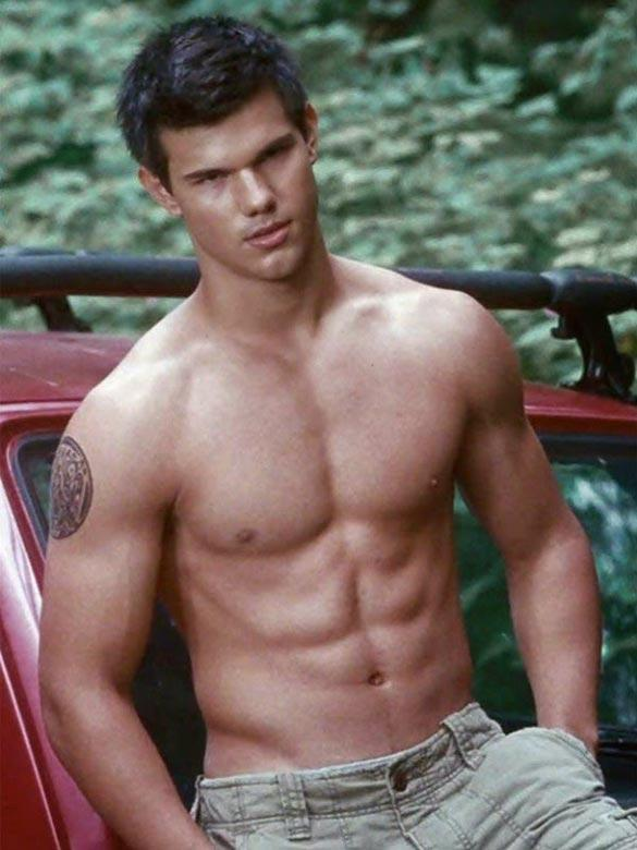 Why do girls love Taylor Lautner when he looks ethnic and barely facially attractive?