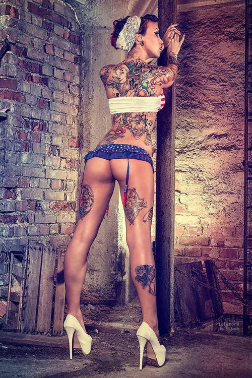 Addicted to girls covered in tats?
