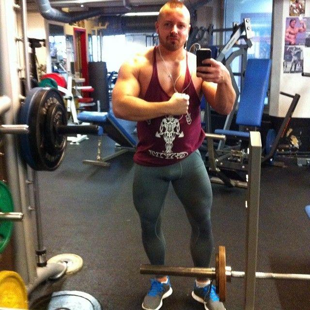 Are Tights on a guy a good look for the gym?