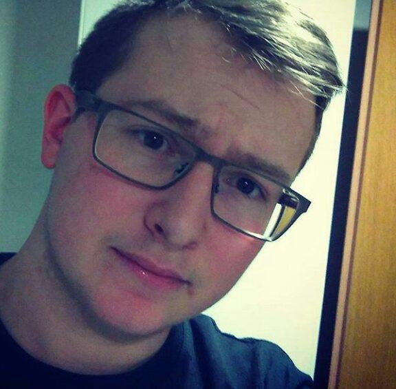 Girls, please rate me and glasses/no glasses?