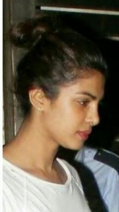 Can you look at bollywood stars with no-makeup?