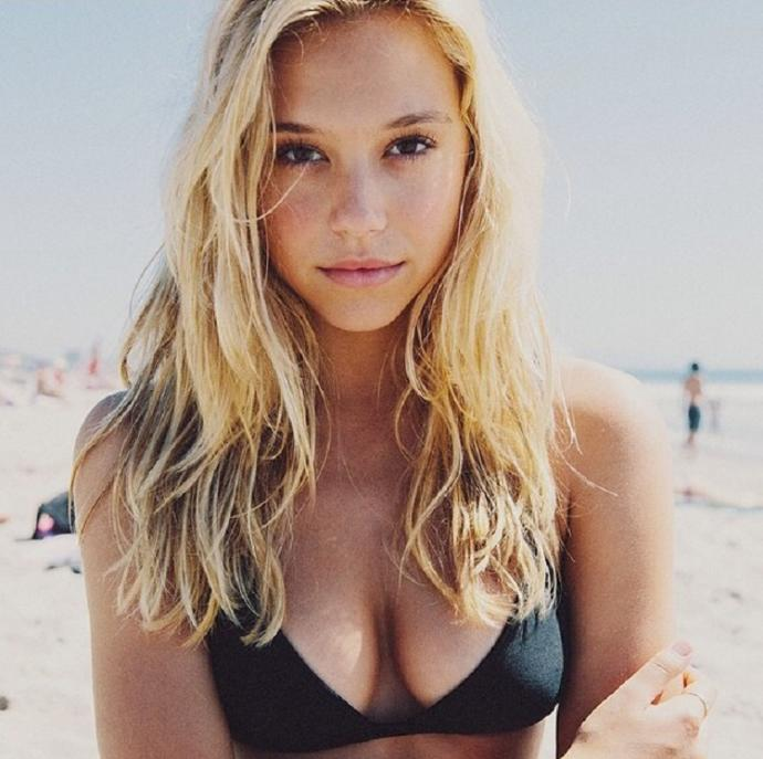 What is the big deal about Alexis Ren?