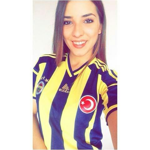 How do i look with Fenerbahce  kit <3 ?