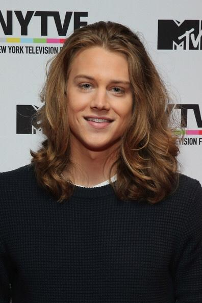 Girls, Alex Saxon's locks are so beautiful! Plus look at this face isn't it gorgeous?