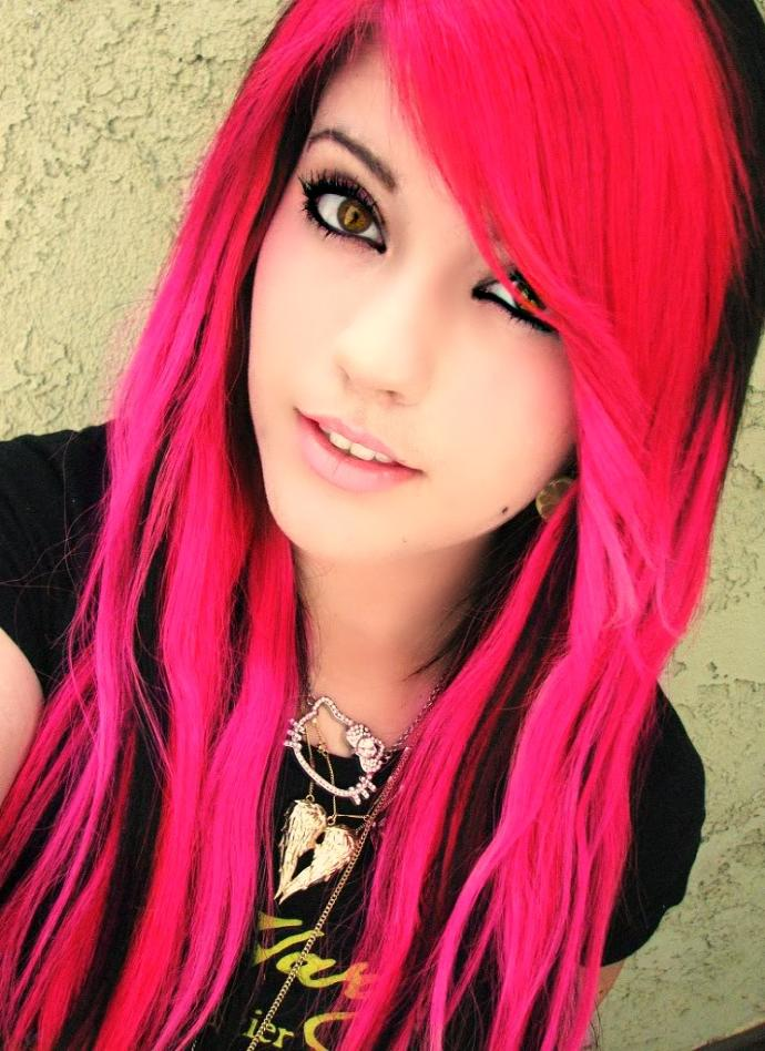 who agrees with me. the best looking hair color on girls is pink! ?