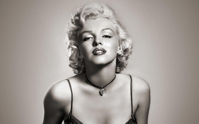 Who thought Marilyn Monroe is soo hot?