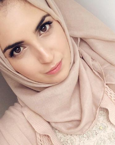 #2) is it the hijab? My looks? Why aren't the guys on the arab dating site messaging me that much? Picture included?