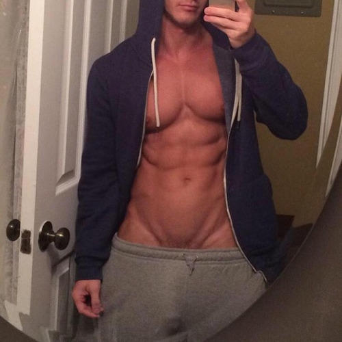 Do girls love guys in sweatpants?