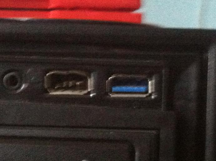 Guys, what do you think about this usb port? was this broken by hand or what?