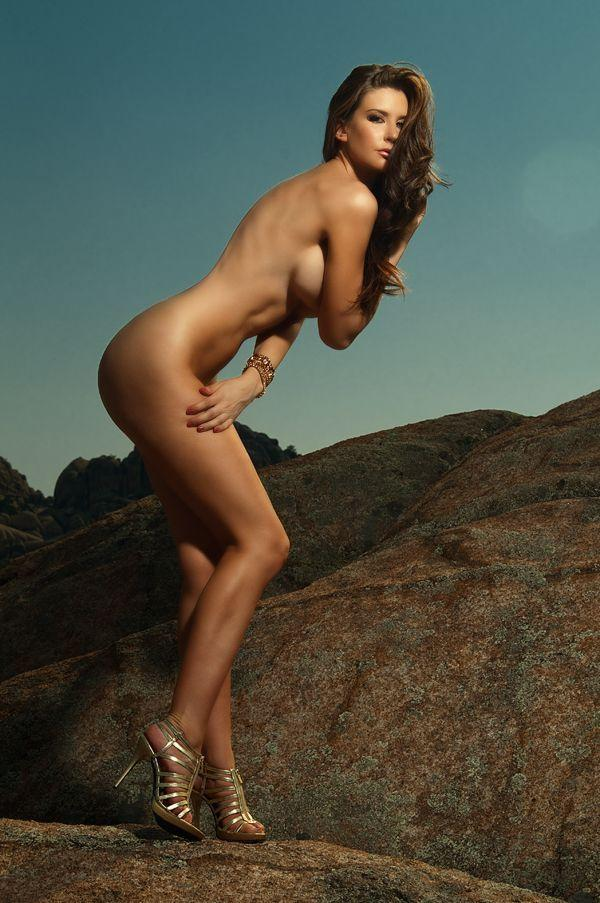 Girls, I'm a straight girl, so why do I like naked depictions of women?