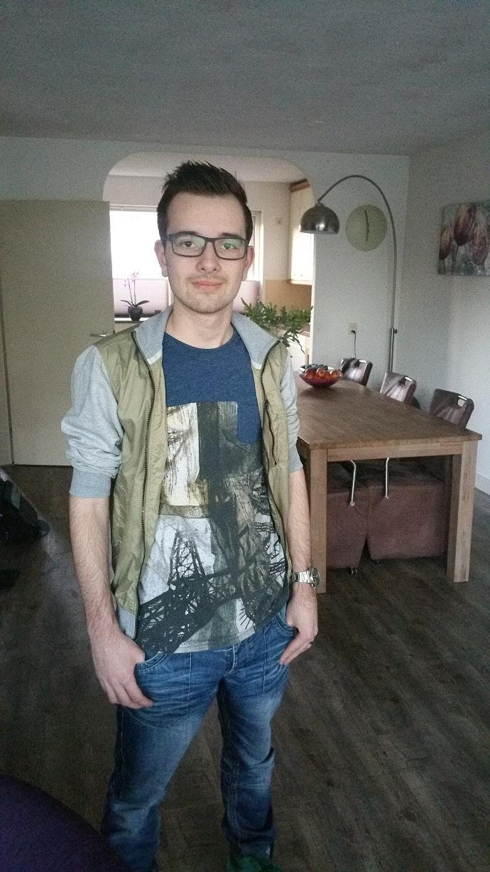 Am I good looking? And with glasses or contacs?