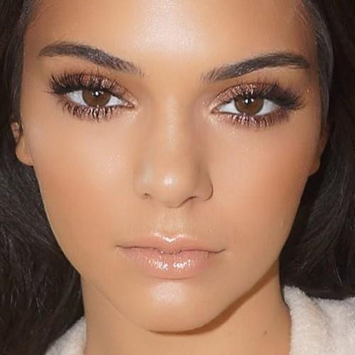 Does anyone know what makeup brands Kendall Jenner uses here?