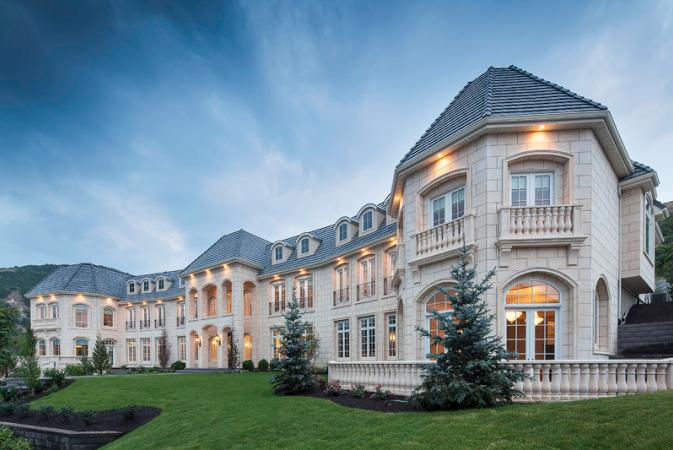 Pretend everyone on GAG just decided to share a huge mansion. What happens next?