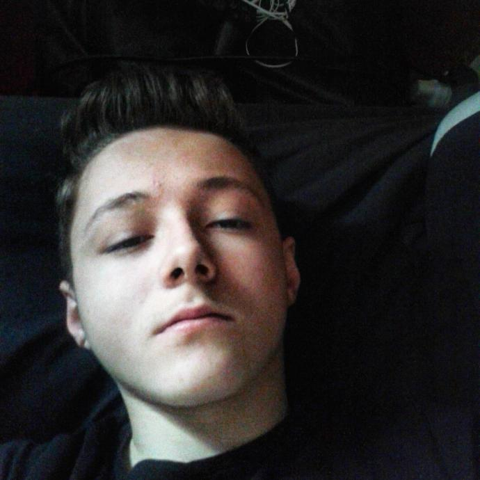 Male, how do I look - honest opinions please?