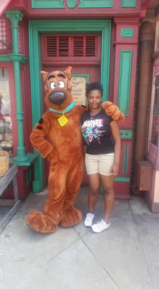 Does this pic with Scooby Doo make me look