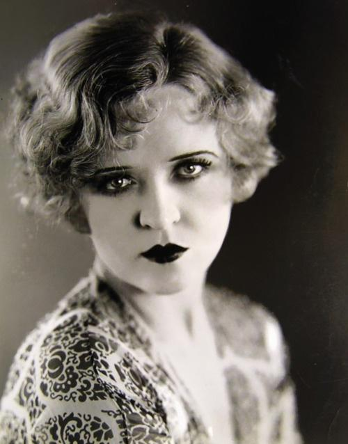 Does anyone else find 1920s style of women beautiful?