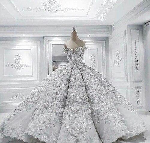 Is this dress suitable for a bride or is it too much 👰?