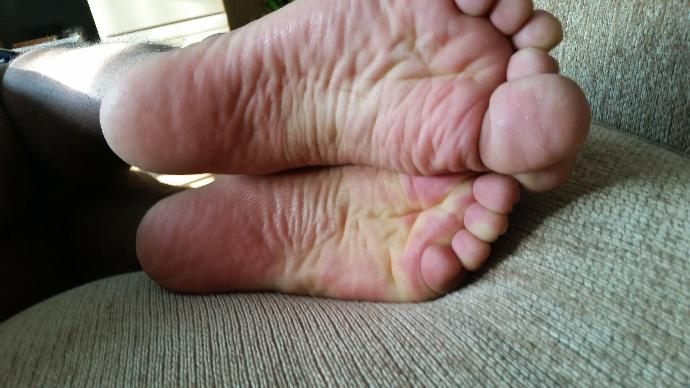 Nice male feet or ugly, what are some similarities or differences compared to how a lot of guy's feet look?
