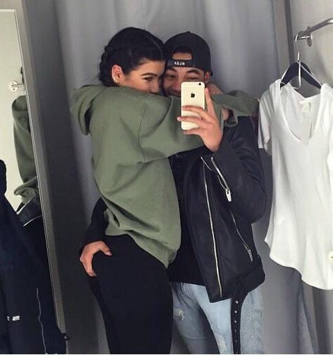How many girls like my profile picture? Would you like it if your boyfriend hold you like this?