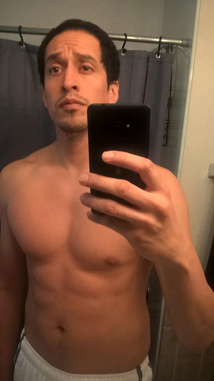Girls, Should I put a shirtless pic on tinder if I'm looking for a fit girl but not a hook-up? Any other advice?