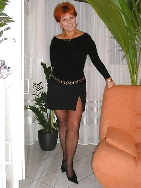 I really wonder that whetherthe pantyhose fits her not?
